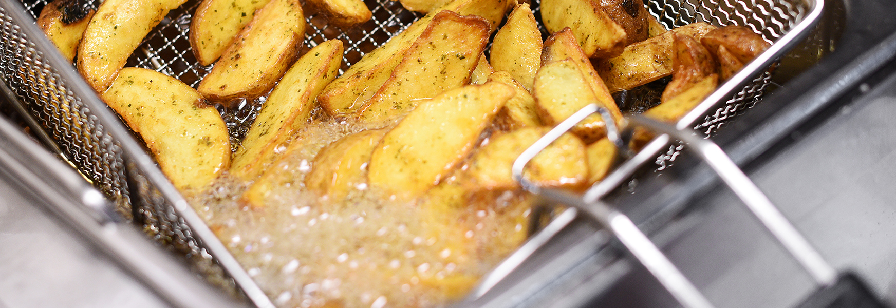 fryer cooking potato wedges