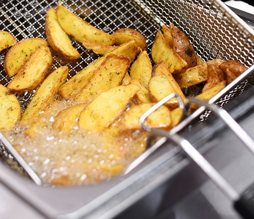 fryer cooking potato wedges