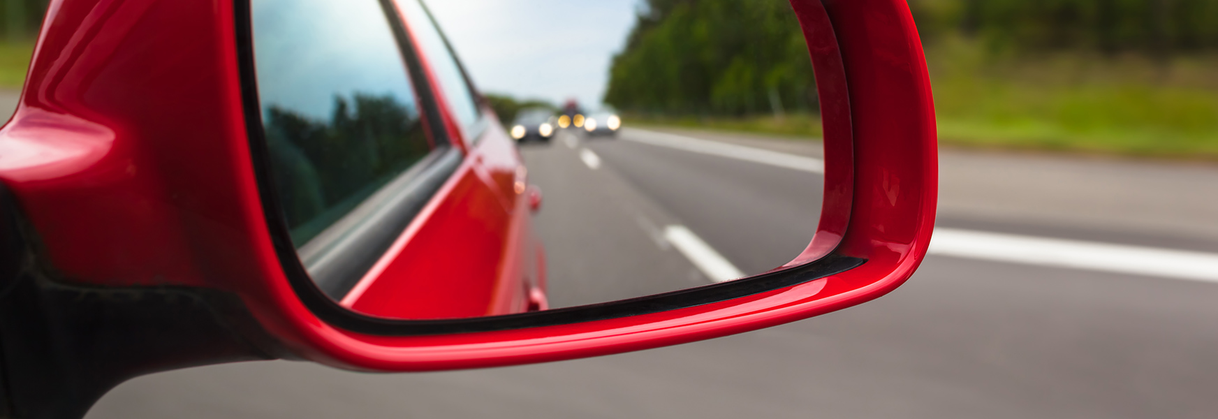Automobile mirror adjustment to eliminate blind spots