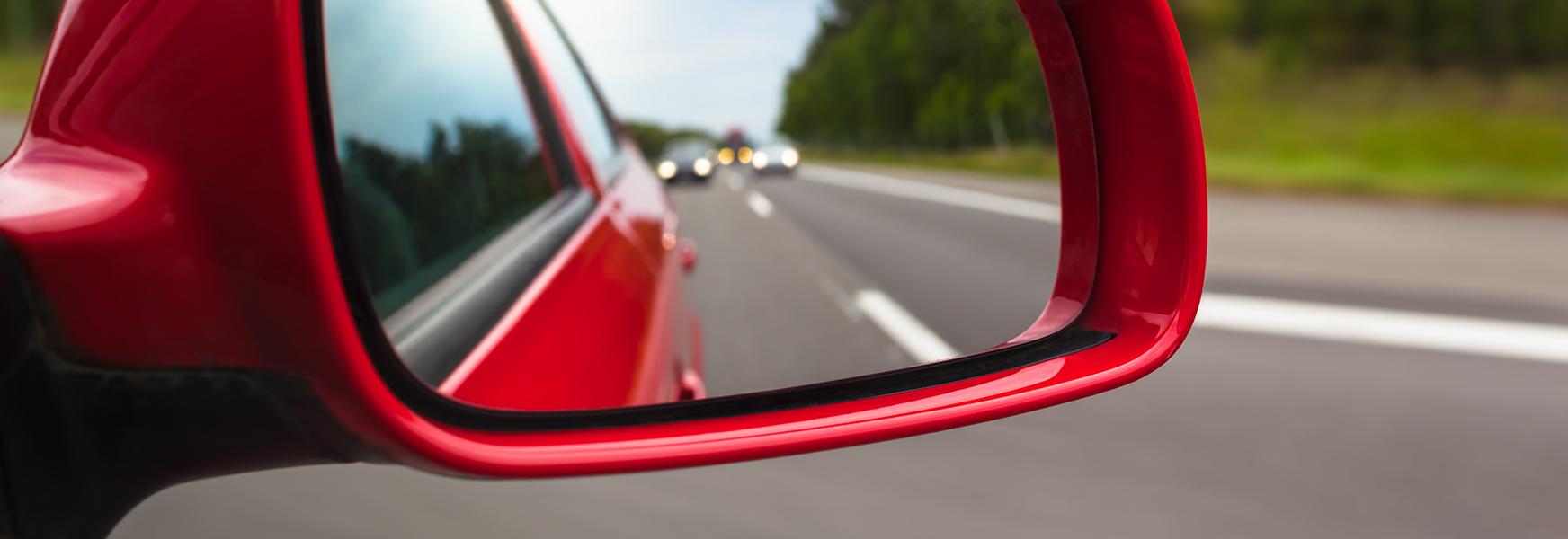 Automobile mirror adjustment to eliminate blind spots