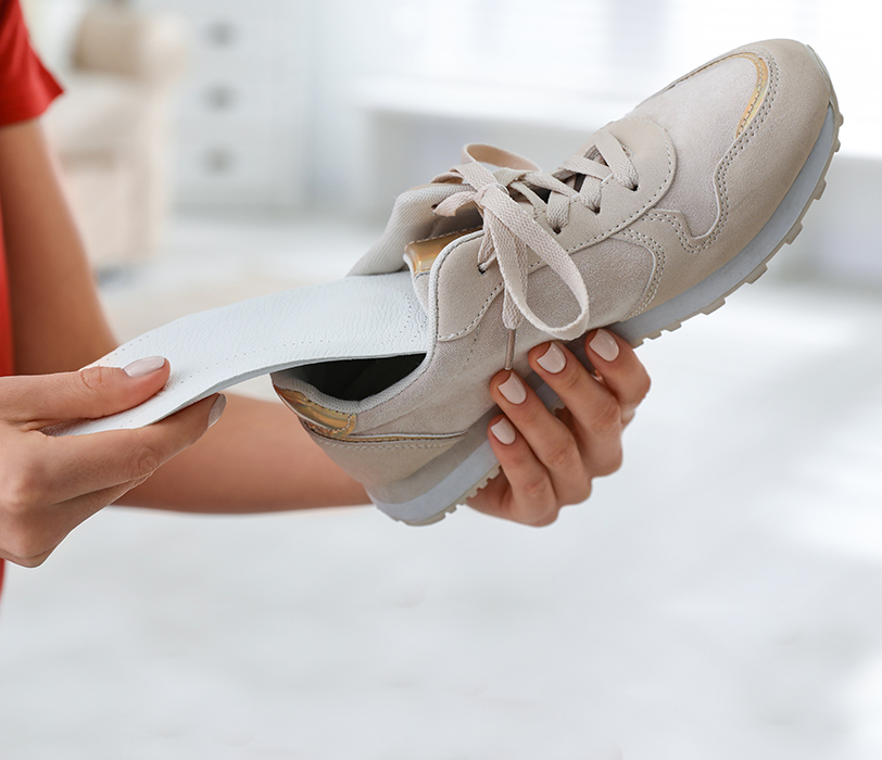 Inserting sole support into shoe