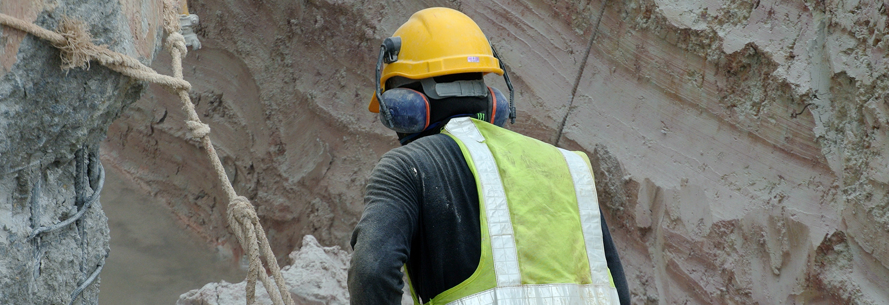 Man working with silica